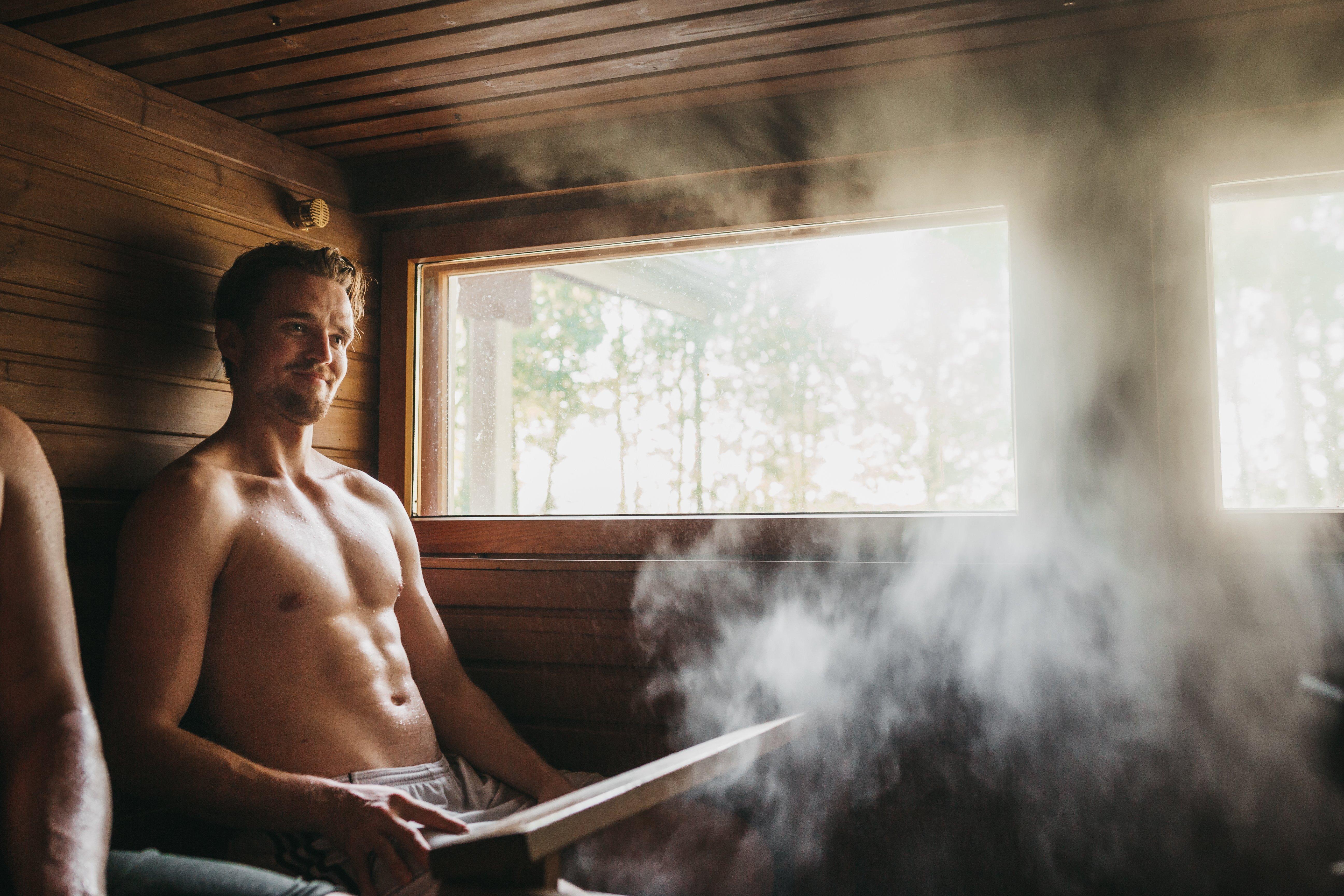 Opwarmen na een dag in de buitenlucht doe je in Lapland in de sauna